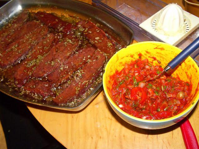 Argentinisches Anti-Schland-Menü mit Seitan-Steak, Asado-Salsa, Kochbananen und Quinoa-Suppe | Veganitäten