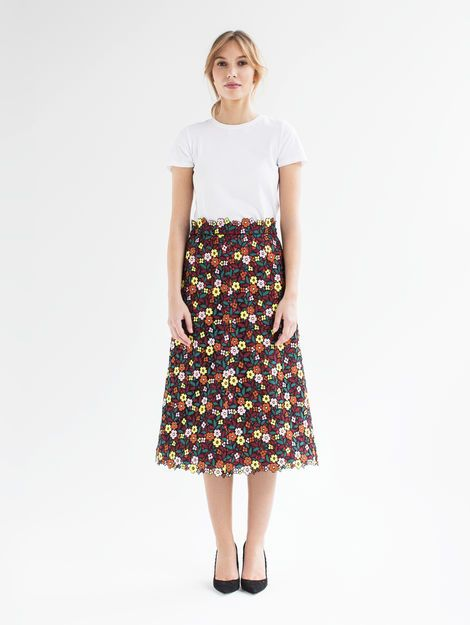 Franca- A gorgeous embroidered floral fabric that we have turned into a trendy A-line midi skirt. The material's stability lends the skirt its special swing – and is sure to enchant you, time and again. Swiss made