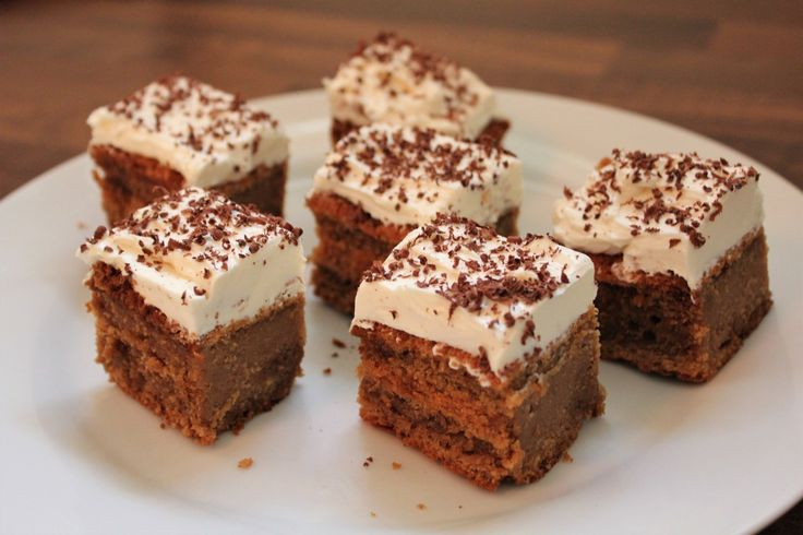 For all the coffee lovers out there that cant get enough of cappuccino in its liquid form… here a delicious recipe of cappuccino in a solid form, a little coffee flavoured cake topped with creamche…