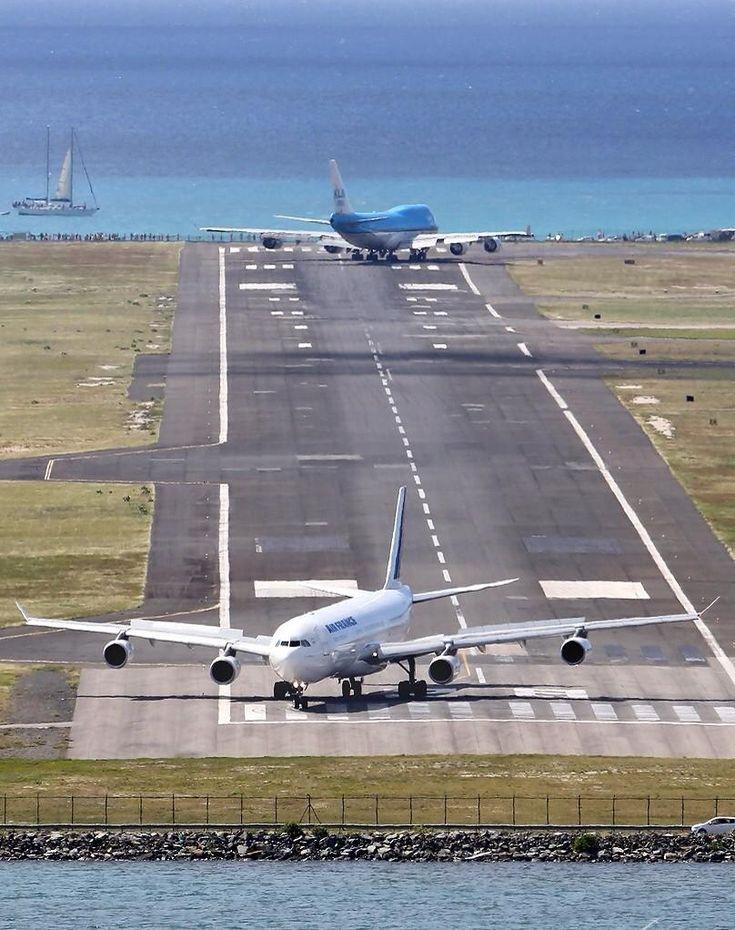 KLM 747 prepares to circle around and