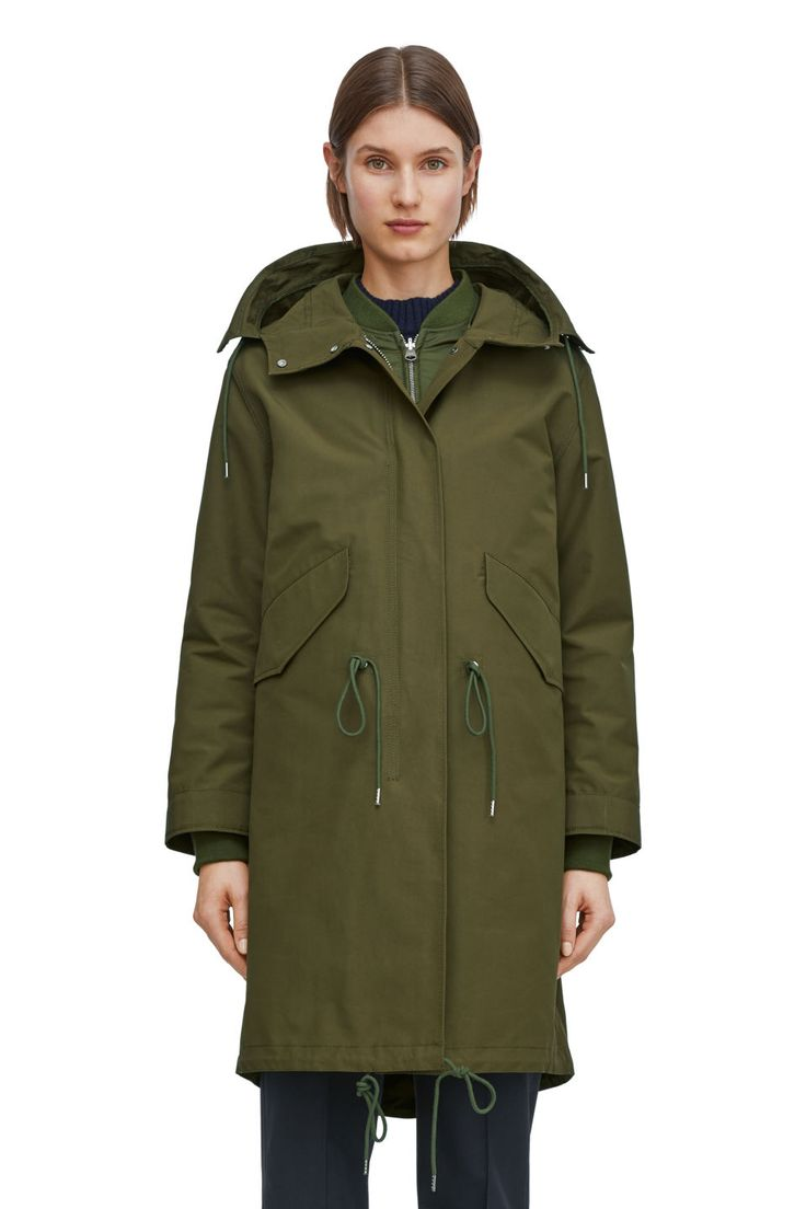 <p>A robust hooded parka crafted in a recycled polyester and cotton blend. Adjustable drawstring waist, two front pockets and an inner pocket. Zip-up front