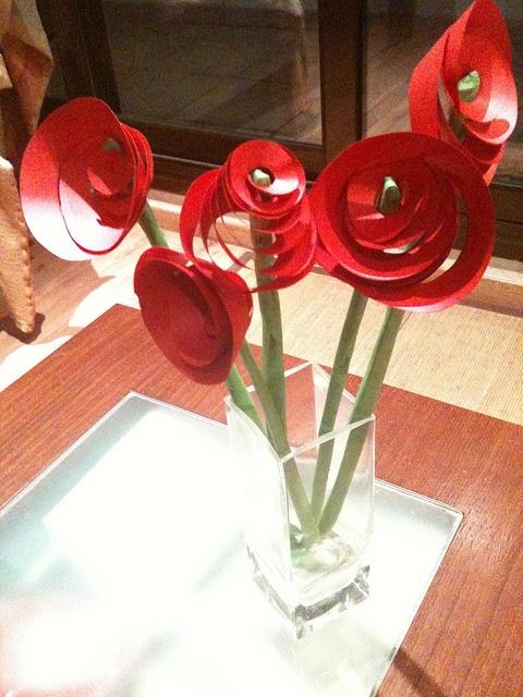 P5 - espiral de cartolina. ram de flors by petitaxarxa, via Flickr