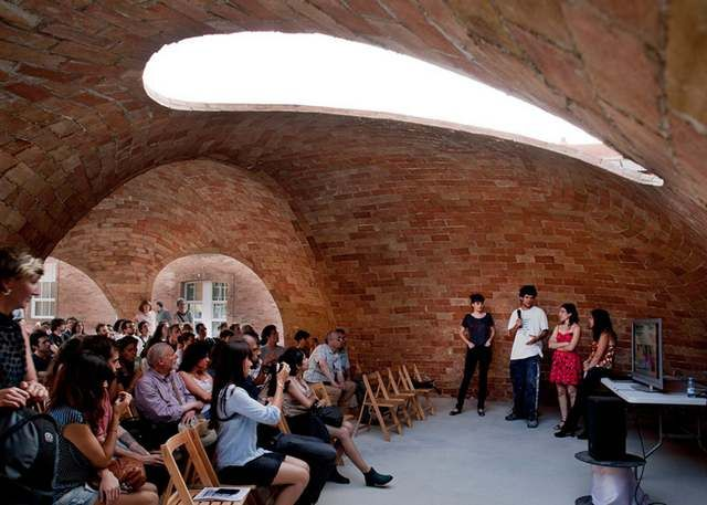 Vaulted brick pavilion in Barcelona by Map13 (3)