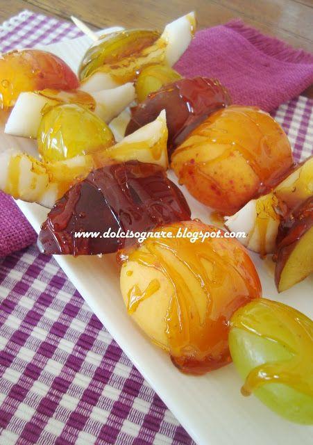 DOLCISOGNARE: Spiedini di frutta caramellata