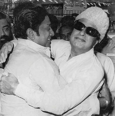 MGR-hugs Sivaji Ganesan
