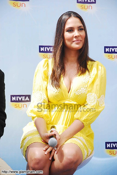 Yummy mummy Lara Dutta launches Nivea Sun