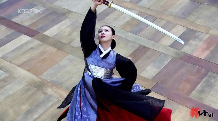 Hwang Jin Yi (황진이) (2006) #KDrama Ha Ji Won stars as the legendary poet, musician, dancer, and gisaeng from the Joseon Era in the Sword Dance #Hanbok