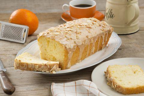 Recept: Yoghurtcake met sinaasappelglazuur - Koopmans.com