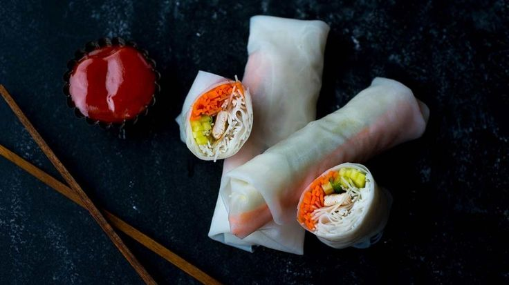Lenterolletjes met groentjes en kip   VTM Koken