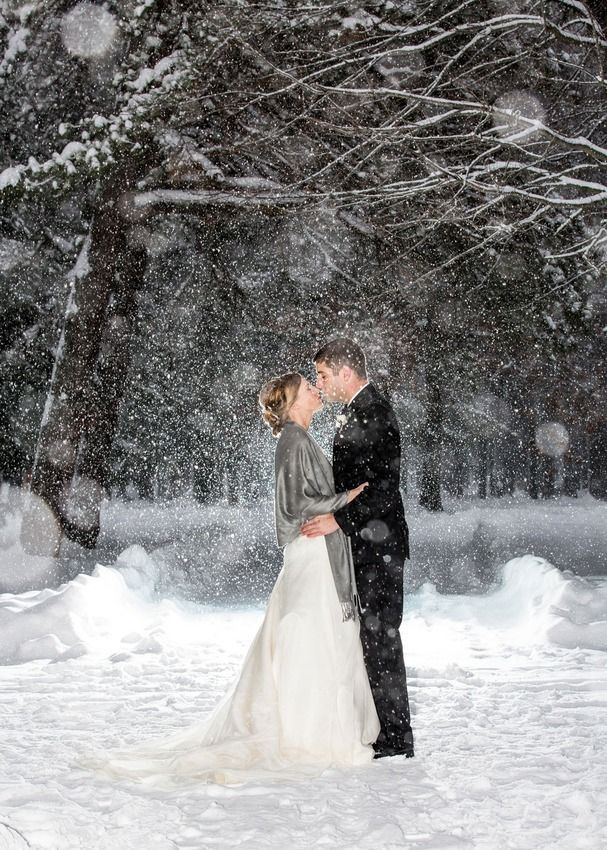 23 Couples Who Didn't Let Weather Ruin Their Wedding Day.