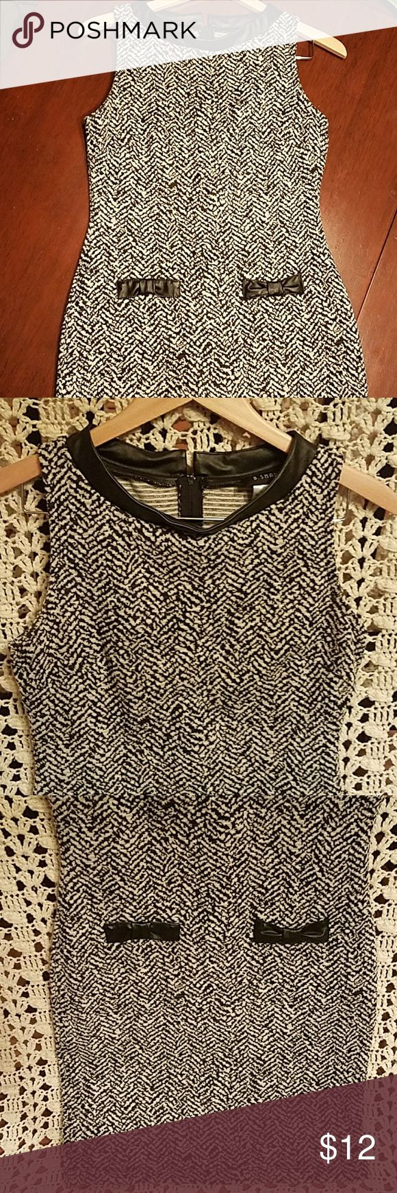 Black/Grey/Off-White Patterned Dress Faux leather trims neckline. 2 bows in the front for decoration. 35 inches total length flat. 16 inches bust, 18 inches hips laying flate. Zips in the back. Size 6. Used, but great, condition. B Smart Dresses Midi