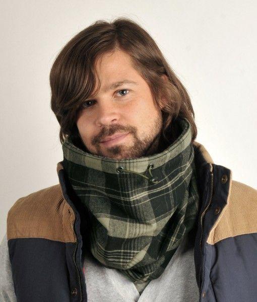 Tube tørklæde i enkle tern, med sort inderfor af fleece, så man kan holde varmen.