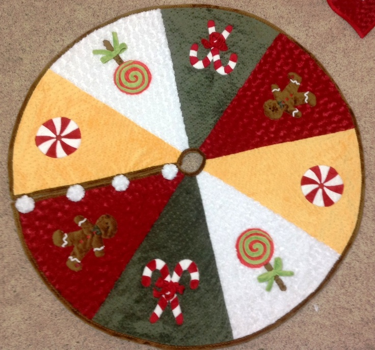 Cuddle Tree Skirt: for ideas for how to shape/cut.  Pin only leads to a picture.