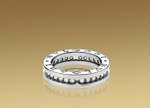 Bulgari B.ZERO1 ring in 18kt white gold with pavé diamonds. AN850656