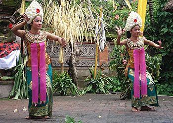 Legong dansen op Bali kennen vaste patronen, gebaren, bewegingen etc.