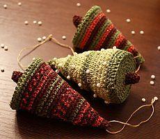 """Мягкая елочка.     Новый год приближается, а с ним приближаются приятные хлопоты. Столько вопросов, начиная от """"Что подарить?"""" и заканчивая """"Чем же украсить новогоднюю елку?"""".   Сегодня мы с вами сделаем мягкую новогоднюю елку, которую можно будет и поставить на стол в качестве украшения и повесить на елку."""