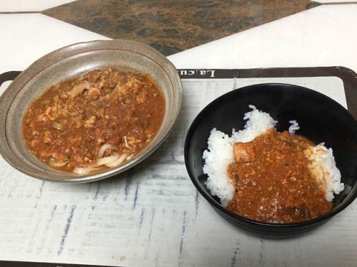 燻製チキンカレーと、酸辣湯うどん。