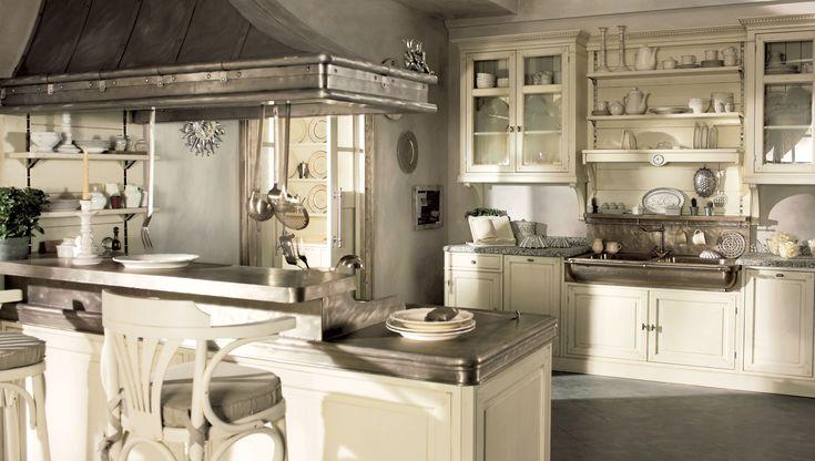 Cucina Dhialma, cucina componibile classica in legno massello e muratura, adatta a configurazioni angolari e con penisola.