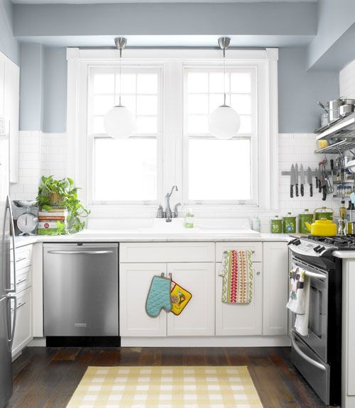 small kitchen: Wall Colors, Rooms Layout, Kitchens Design, Interiors Design Kitchens, Paintings Colors, Small Kitchens, Marbles Countertops, Country Kitchens Decor, Gray Wall