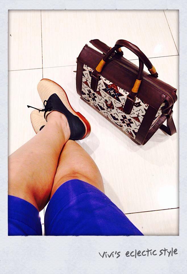 Mix match modern and ethnic. Wearing my handmade shoes from Niluh Djelantik, Bali-Indonesia. Bermuda shorts and handbag made of Indonesian hand-drawn Batik. Copyrights Vivi Kembang Tanjoeng