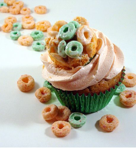 apple jacks cupcakes...cupcakes and cereal, what could be better?