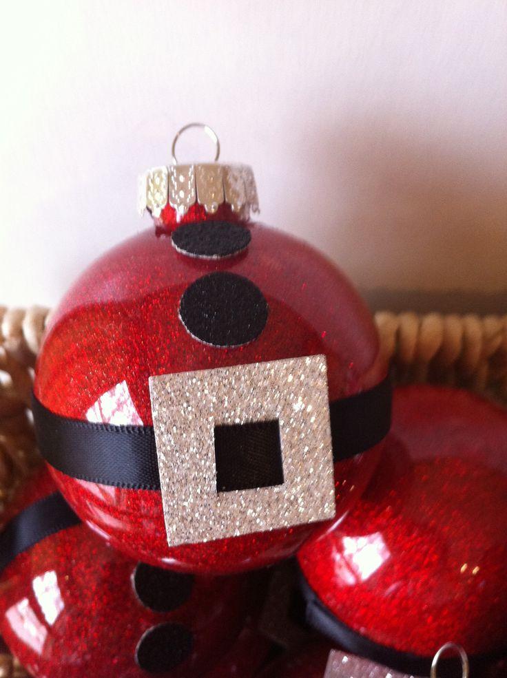 Ooooo! I am so going to make this!! CUTE! Homemade Santa Ornaments