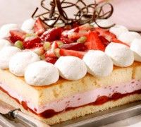 Aardbeien bavaroise taart - Taart - Recepten | Deleukstetaartenshop.nl