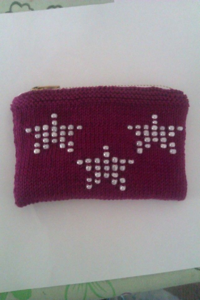 Berry knitted purse with star design £3.50