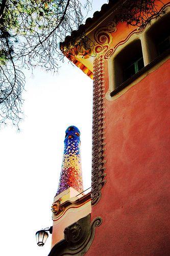 10 Parque Güell Casa-Museo Gaudí 02 13193 - Parque Güell (Park Güell) Calle Olot, Monte del Carmel, Barcelona  Arquitecto: Antoni Gaudí con la colaboración de Josep Maria Jujol, Francesc Berenguer, Joan Rubió y Llorenç Matamala.