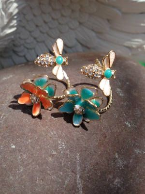 Bee and Flower Twist Ring | Buy Now