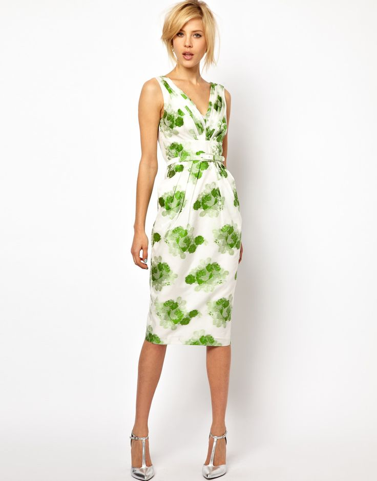 I need to make a dress like this! A classic spring dress. So pretty!  I would wear a shade shirt and/or cardigan with this dress.