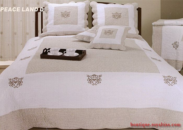 17 best images about boutis on pinterest pink quilts ps and quilt sets. Black Bedroom Furniture Sets. Home Design Ideas