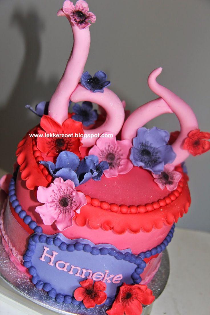 lekker zoet: bloemen taartje en cupcakes voor Hanneke 60 jaar