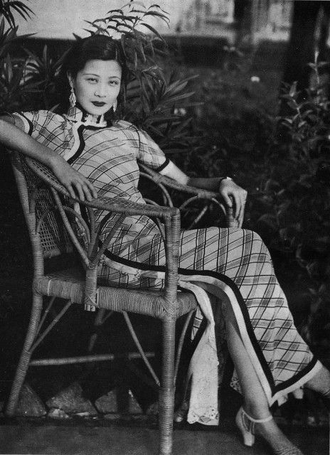 This photo links to a great article on 1930s Shanghai film and record industry and the Chinese female stars that sprang from it.