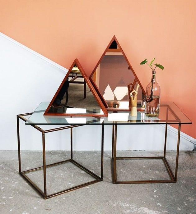 """Espejos triángulo - Palo rosa (grande) y cobre (pequeño) + espalda: Azul """"Yves Klein"""" // Studio M+S (Melissa Dupont + Sybil Roose)"""