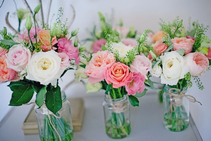 stunning miss piggy and David Austin 'Juliet' roses used at a redluco.com September wedding