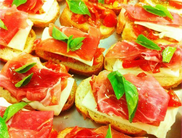 Bruschetta de presunto de Parma e cream cheese   Entradas > Bruschetta   Receitas Gshow                                                                                                                                                                                 Mais