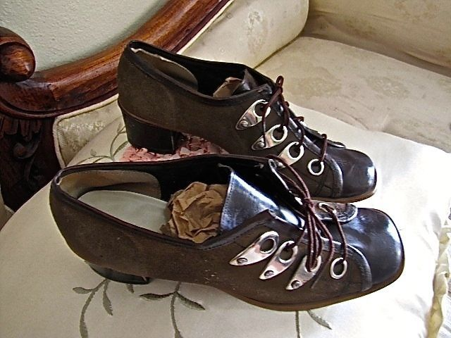 Vintage Brown Suede Flapper Women's Ghillie Shoes Small Stacked Heels 20's-40's #HiBroadwaySports #Heels