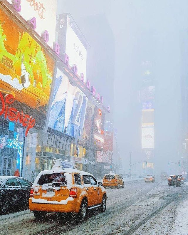 While it's hovering around 45C (113F) at #BeliefMedia's #Sydney office, this is happening in NYC! Today's #NewYork snowstorm will accumulate 10 to 14 inches of #snow. Stay safe wherever you are! http://fat.ly/gkvS (Instagram Image from @beliefmedia, 10th