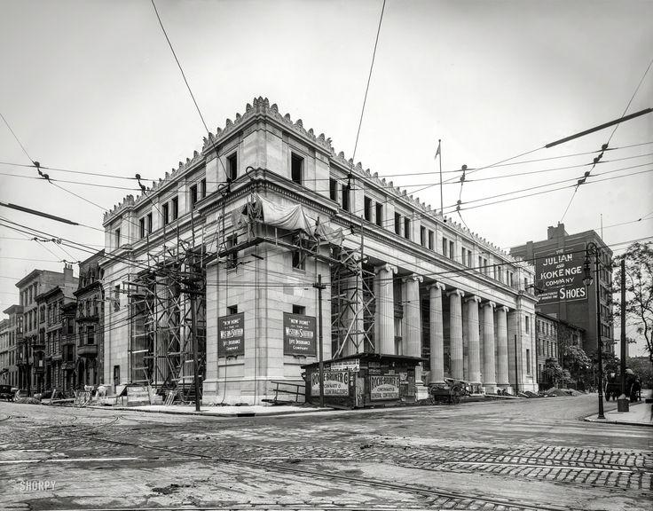 "Cincinnati circa 1915. ""Western & Southern Life Insurance Co., Fourth and Broadway."""