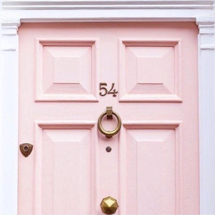 The prettiest pink door in Notting Hill