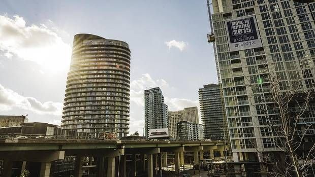 In a sign of things to come as Toronto's spring housing market heats up, the gap between the price of a new house and a new condo skyrocketed to nearly $300,000 in February