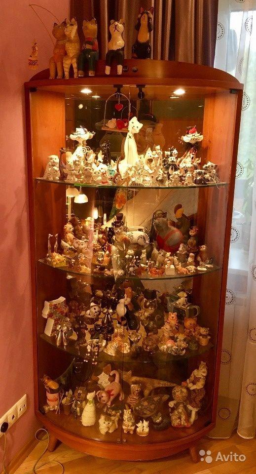 Витрина зеркальная с подсветкой + коллекция котов — фотография №1
