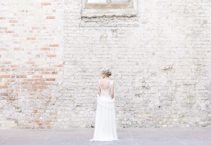 Fantastische licht jurk met bandjes Foto: Iep Bergsma