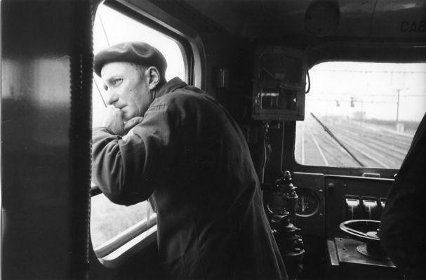 Robert Doisneau ( Chemin de Fer) - Le conducteur du Mistral 1955