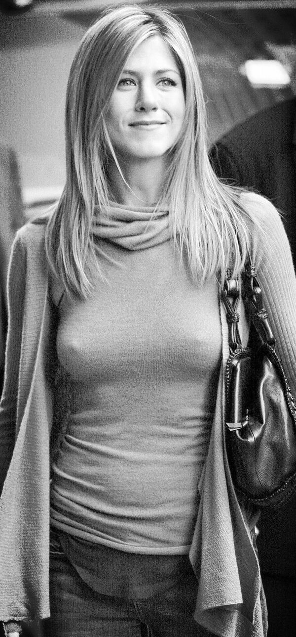 jennifer-aniston-gq-pics-nipples