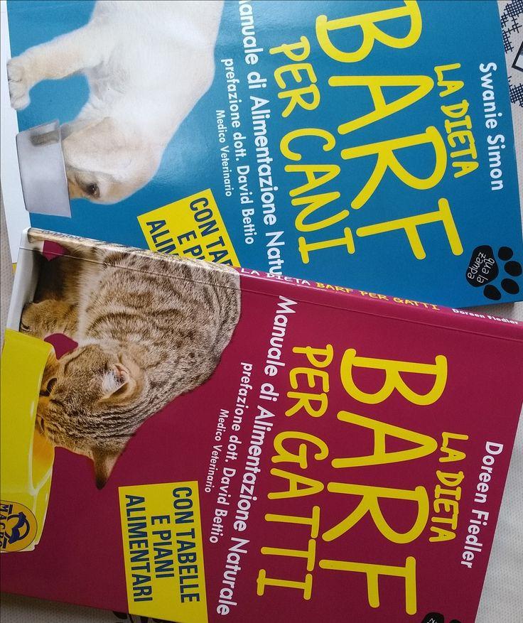 Barf cane gatto: SPECIAL CONTEST. L'acronimo BARF è stato usato per la prima volta dall'americana Debbie Tripp per indicare sia le persone che alimentano i propri cani con cibo fresco e crudo che per indicare il cibo stesso.Nei due casi, l'acronimo significava rispettivamente Born Again Raw Feeders (crudisti rinati) e ...