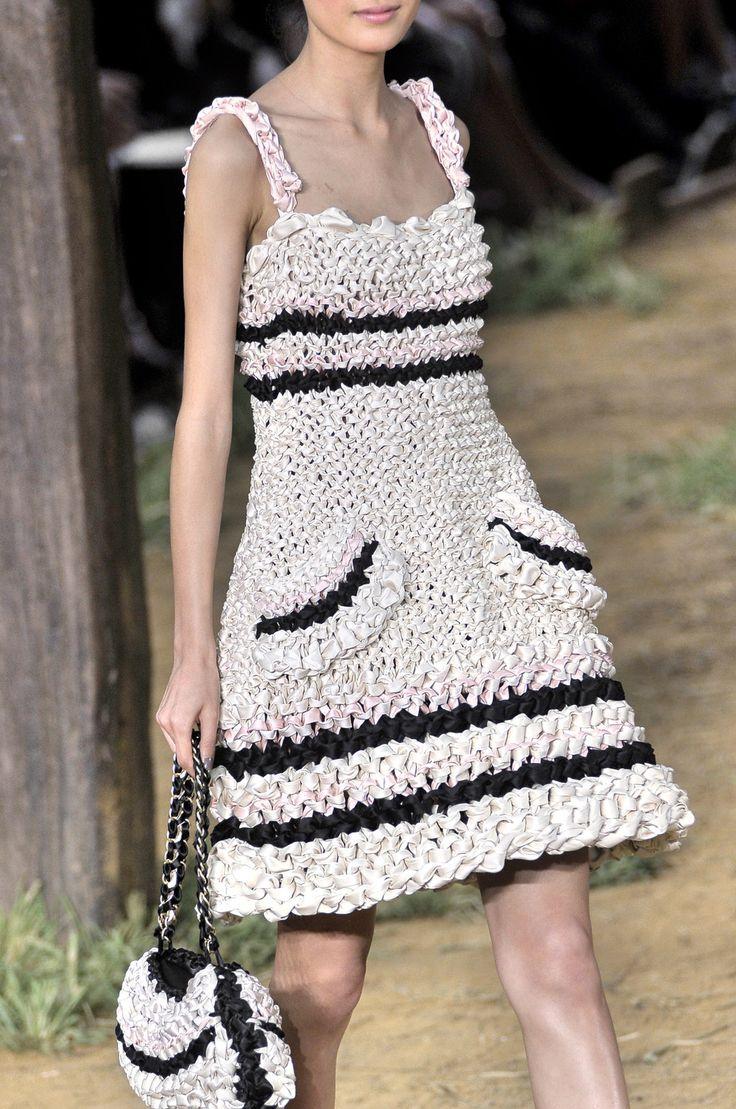 вязаные модели платьев шанель фото считают