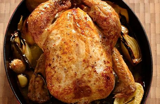 Запеченная целиком курица с имбирем