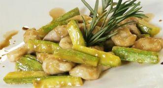 Straccetti di pollo e zucchine sfumati all'aceto balsamico da alleggerire togliendo il burro e usando solo un filo d'olio